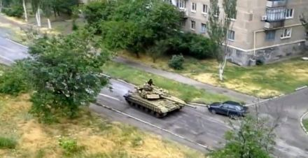 russian tanks invade Ukraine